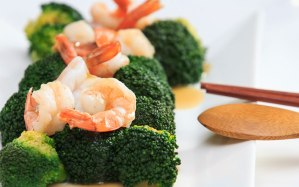 shrimp-broccoli-healthy-restaurant-meal-ftr